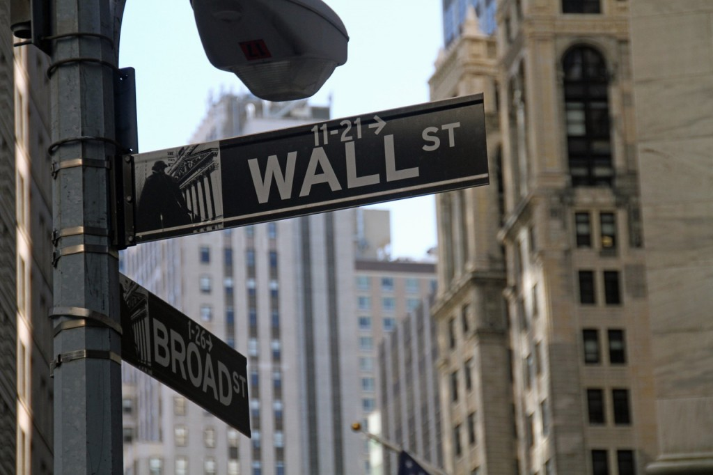 Wall Street, attendant de nouveaux résultats, réserve ses conclusions